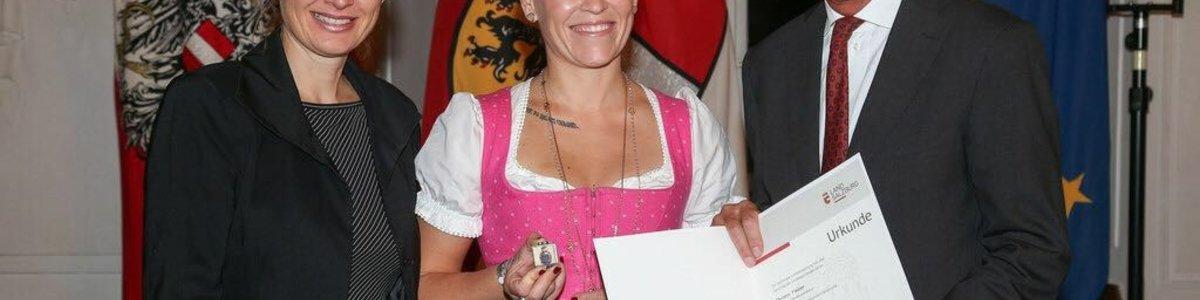 Christin Fiedler erhält Salzburger Sportehrenlorbeer